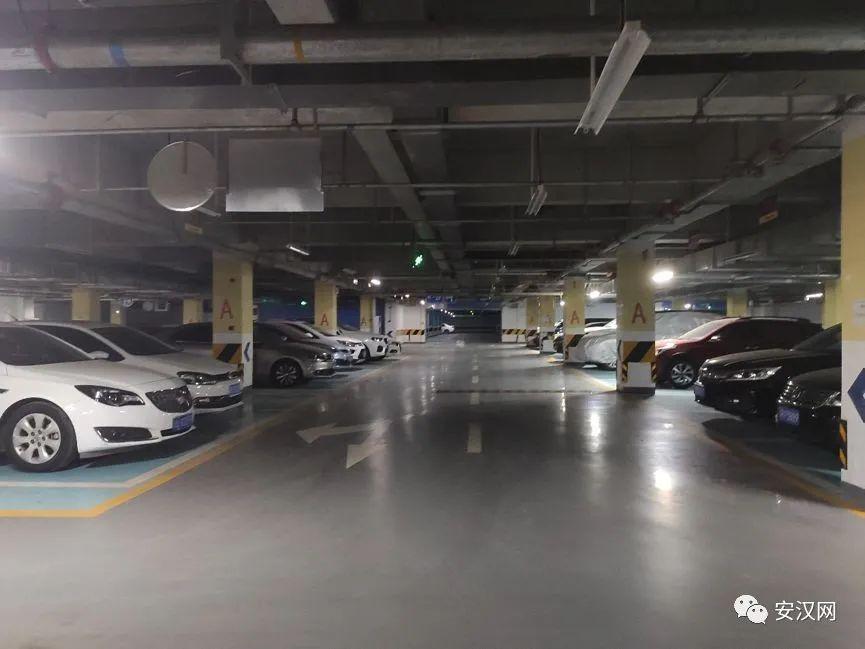 南充:买了停车位,为啥还要缴管理费?有法律依据吗?